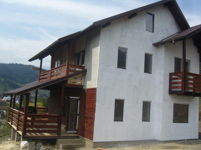 amenajare fatada casa din lemn