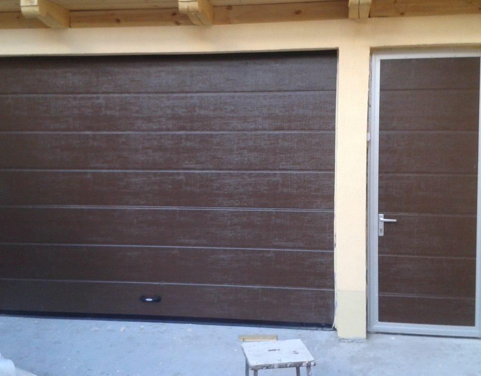 Asortează-ţi casa cu o uşă de garaj personalizată