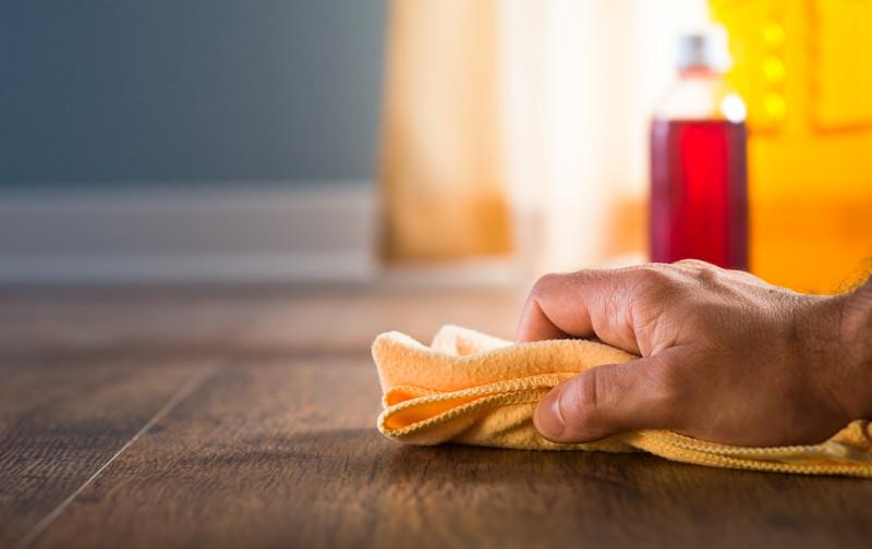 detergent pardoseli lemn parchet